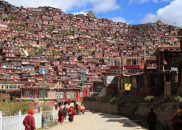 Chinese Workers Demolishing The World's Largest Buddhist Institute In Tibet